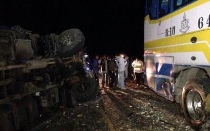 รถทัวร์โดยสารประจำทางปรับอากาศvip32 ชนกับรถบรรทุกสิบล้อมีผู้โดยสารเสียชีวิต 2 ราย เจ็บนับสิบ
