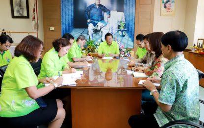 ผวจ.ระนอง ประชุมเตรียมทำหน้ากากอนามัยชนิดผ้าแจกจ่ายให้กับประชาชนแก้ปัญหาขาดตลาด