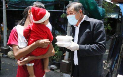 นิพนธ์ ควงสรรเพชญเดินหน้า ลุยแจกข้าวกล่อง สู้ภัยโควิดในชุมชน จ.สงขลา