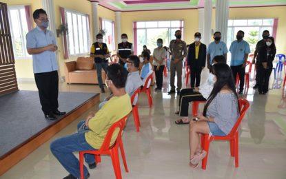 จ.จันทบุรีส่งตัวคนไทยที่เดินทางกลับจากกัมพูชา 7 คน กลับภูมิลำเนา หลังกักตัวพักดูอาการจนปลอดภัย ไม่พบการติดเชื้อโรคโควิด-19 และเตรียมรับ ชุดใหม่จากต่างประเทศ 15 คน