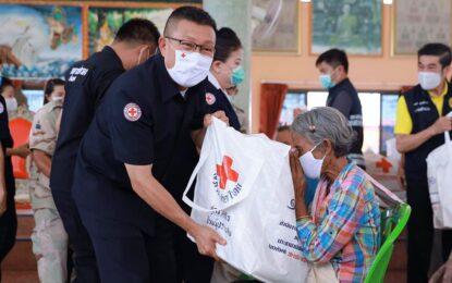 เหล่ากาชาดจังหวัดขอนแก่น มอบถุงยังชีพช่วยเหลือผู้ประสบวาตภัยในพื้นที่ ตำบลโนนข่า อำเภอพล