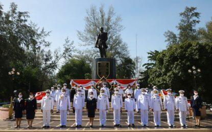 ทัพเรือภาคที่ 2 จัดพิธีวางพวงมาลาเนื่องในวันอาภากร องค์บิดาของทหารเรือไทย ประจำปี 2563