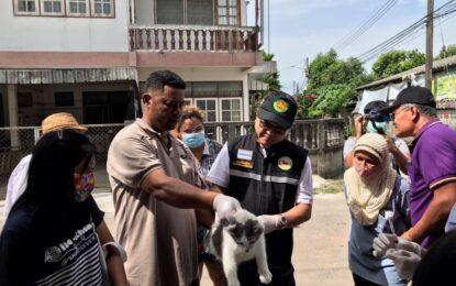 เทศบาลนครนครศรีธรรมราช ร่วมกับ กองสาธารณสุขและสิ่งแวดล้อม ออกให้บริการฉีดวัคซีนสุนัขและแมว หลังพบสุนัขติดเชื้อโรคพิษสุนัขบ้า