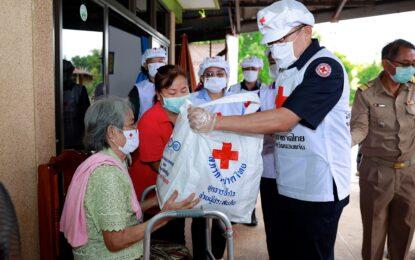 ผู้ว่าฯ ขอนแก่น นำอาหารจากครัวพระราชทาน อุปนายิกาผู้อำนวยการสภากาชาดไทย และชุดธารน้ำใจฝ่า covid-19 มอบแก่ผู้เปราะบางในพื้นที่ อ.เมืองขอนแก่น