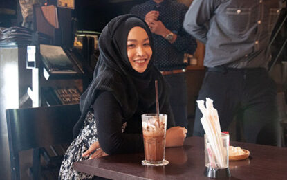 """แกะกล่อง """"สมาย ซัซนี"""" นางเอกมุสลิม ประเดิมจอเงินคู่ """"เข้ม หัสวีร์""""  ใน """"รักนะ ซุปซุป"""" เขิน!!!เพลง""""ปรุงด้วยใจ""""หวานละมุน"""