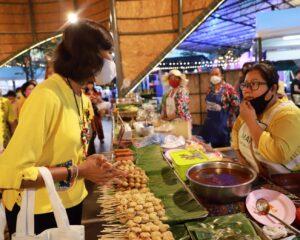 """เปิดแล้ว!! ตลาดวัฒนธรรม """"มากินตะ"""" Makinta Cultural Market"""" ทุกวันศุกร์ เสาร์ และอาทิตย์ ของสัปดาห์ หวังกระตุ้นการจับจ่ายใช้สอย สร้างรายได้ให้แก่ผู้ประกอบการ และประชาชนได้ซื้อสินค้าที่มีคุณภาพในราคาประหยัด"""