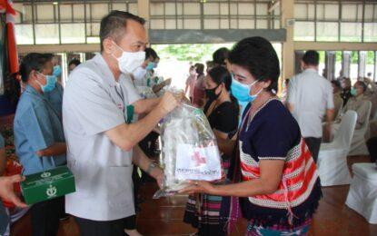 หน่วยแพทย์อาสาสมเด็จพระ      ศรีนครินทราบรมราชชนนี หรือ พอ.สว. จังหวัดลำพูน ออกให้บริการตรวจรักษาโรคทั่วไป บริการทันตกรรม นวดแผนไทย ให้แก่พี่น้องประชาชนในพื้นที่อำเภอทุ่งหัวช้าง