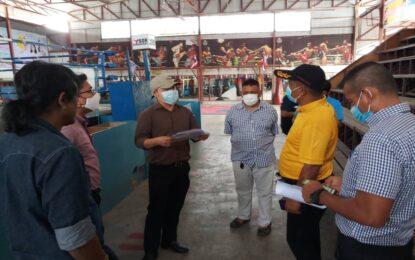 สำนักงานสาธารณสุขจังหวัดสงขลา ร่วมกับสำนักงานการกีฬาแห่งประเทศไทยจังหวัดสงขลา เดินทางเข้าร่วมตรวจสอบ ติดตาม และแนะนำแนวทางการปฏิบัติ สำหรับผู้จัดการแข่งขันกีฬามวย เพื่อป้องกันการแพร่ระบาดของโรคโควิด 19