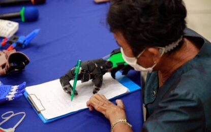 สำนักงาน ก.พ.ร. นำสื่อมวลชนศึกษาดูงานนวัตกรรมบริการเปลี่ยนชีวิตพิมพ์มือเทียมและขาเทียมช่วยเหลือผู้พิการ ที่โรงพยาบาลสิรินธร จ.ขอนแก่น
