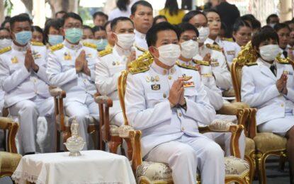 ผู้ว่าฯ มหาสารคาม นำพสกนิกรทุกหมู่เหล่าร่วมทำบุญตักบาตรถวายเป็นพระราชกุศล รัชกาลที่ 9 และทอดผ้าป่าสนับสนุนโครงการทุนเล่าเรียนหลวงสำหรับพระสงฆ์ไทย