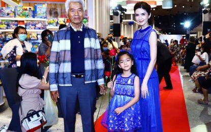 """ห้างสยาม ทาคาชิมายะ ฉลองใหญ่ครบรอบ 2 ปี จัดงาน """"SIAM Takashimaya Together Fashion Show"""" ครั้งแรกกับแฟชั่นโชว์ญี่ปุ่นครบทุกเจเนอเรชั่น"""