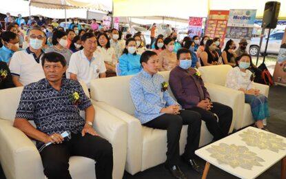 """รองผวจ.สุราษฎร์ธานีเปิดงาน """"OTOP ทั่วไทย ร่วมใจสู่เมืองคนดี"""" ประจำปี พ.ศ. 2563"""