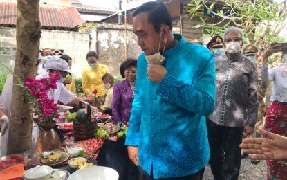 นายกรัฐมนตรีลงพื้นที่ย่านเมืองเก่าภูเก็ต (Phuket old town) ชูท่องเที่ยววัฒนธรรม บอกเล่าเรื่องราวคนภูเก็ต พร้อมพบปะทักทายผู้ประกอบการและประชาชน