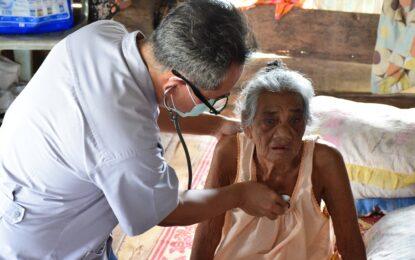 หน่วยแพทย์ พอ.สว.จังหวัดระนองลงพื้นที่ให้บริการช่วยเหลือประชาชนพื้นที่เกาะสินไห