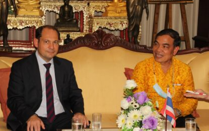กงสุลสาธารณรัฐฝรั่งเศสประจำประเทศไทยเข้าเยี่ยมคารวะรองผู้ว่าฯ ภูเก็ต หารือการพัฒนาท่าเรืออ่าวปอและโครงการอนุรักษ์ฟื้นฟูทรัพยากรทางทะเลชายฝั่งอันดามันเพื่อการท่องเที่ยว