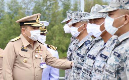ผู้บัญชาการกองเรือยุทธการ เดินทางไปตรวจเยี่ยมกำลังพลที่ปฏิบัติหน้าที่ในพื้นที่ฝั่งอันดามัน