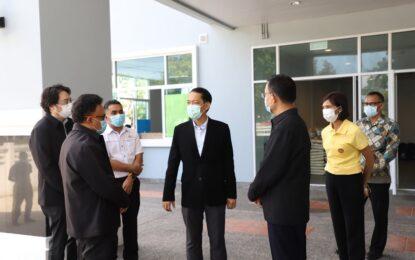 ผู้ว่าราชการจังหวัดสงขลา รับมอบข้าวสาร โดยบริษัท ทรานส์ ไทย – มาเลเซีย (ประเทศไทย) จำกัด และคณะ เพื่อช่วยเหลือผู้ประสบภัยจากโควิด-19 จำนวน 275 ถุง