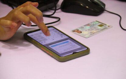 ธนาคารกรุงไทย เปิดจุดบริการให้คำแนะนำในการลงทะเบียนการใช้สิทธิ์และผู้ที่มีปัญหาในการเข้าถึงแอปพลิเคชั่นโครงการต่างๆ ของรัฐบาล ให้แก่ประชาชน โดยมีประชาชนทยอยเดินทางมาขอคำปรึกษาต่อเนื่อง