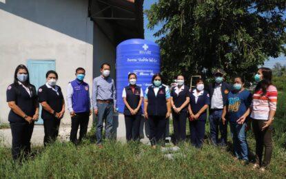 """เหล่ากาชาดจังหวัดสงขลา มอบแท้งค์น้ำช่วยเหลือชุมชนในพื้นที่อำเภอระโนดที่ขาดแคลนน้ำสะอาดไว้อุปโภคบริโภคในช่วงฤดูแล้ง ภายใต้โครงการ """"ปันน้ำใจ ให้น้ำดื่ม"""""""