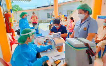 ทีม สสอ.กระบุรี ให้บริการฉีดวัคซีนกลุ่ม 608 จำนวน 243 ราย ไม่มีอาการข้างเคียงจากวัคซีน