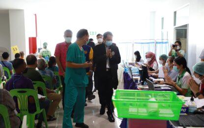 สมาคมอุตสาหกรรมทูน่าไทยร่วมกับสามสมาคม มอบเงินจำนวน 3 ล้านบาทให้กับโรงพยาบาลสมเด็จพระบรมราชินินาถ ณ อำเภอนาทวี เพื่อขยายศักยภาพและจัดระบบดูแลผู้ป่วยโควิด-19 ในกลุ่มสีแดง