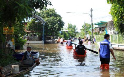 ชาวบ้านใน 4 ตำบล กว่า 40 หมู่บ้าน อ.โคกโพธิ์ไชย จ.ขอนแก่น น้ำท่วมหนัก ต้องสัญจรทางเรือเป็นหลัก พร้อมเร่งขนข้าวและสิ่งของหนีน้ำไปยังศูนย์พักพิงชั่วคราว