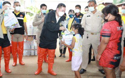 กระทรวงแรงงาน มอบถุงยังชีพช่วยเหลือประชาชนประสบภัยน้ำท่วมจังหวัดขอนแก่น
