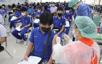 นักเรียนโรงเรียนส่วนบุญโญปถัมภ์ลำพูน อำเภอเมืองลำพูน เข้ารับการฉีดวัคซีนป้องกันโควิด -19 g เข็มแรกแล้ว